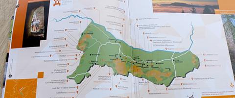 Conception et réalisation d'un guide touristique pour la promotion des châteaux forts en Alsace